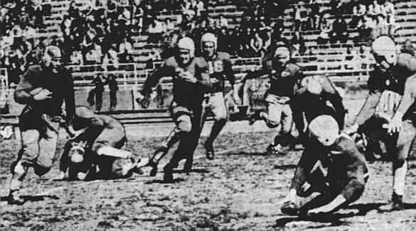 """Wayne Blue gains 10 yards for """"Yale"""" in 1939."""